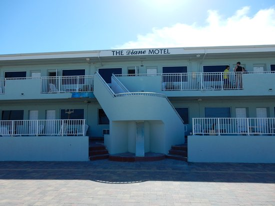 The Diane Motel: motel from beach