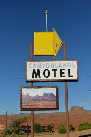 Canyonlands Motel : Sign has road to Monument valley on it-nice touch