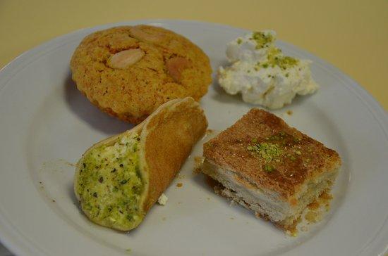 Saint-Lo, France : Nos pâtisseries libanaises