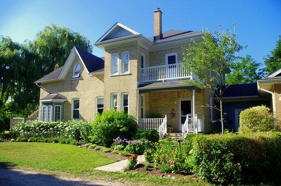 Elmira, Canada : Beautiful old brick house.