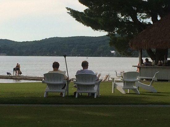 Boyne Falls, MI: Beach House Restaurant on Deer Lake