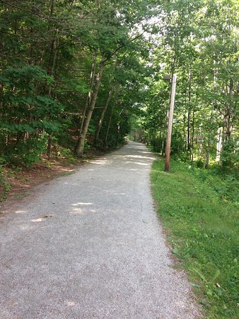Wolfeboro, Nueva Hampshire: This is a beautiful trail for walking, running and biking. Great for taking pictures and I saw a