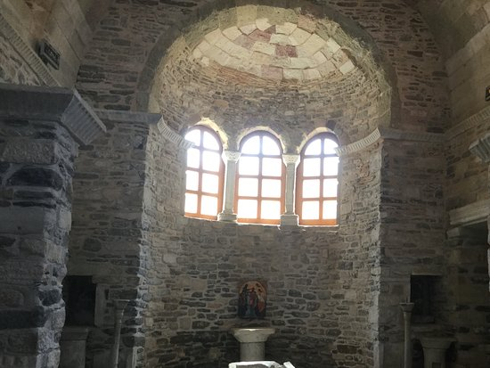 Парикия, Греция: Restoration behind the alter.