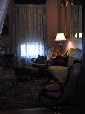 My Fair Lady Bed and Breakfast: Living room