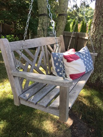 Vineyard Haven, MA: Summer Swing