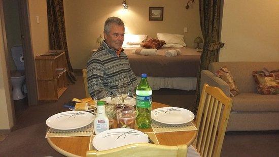 Owaka, Nueva Zelanda: salle à manger et chambre
