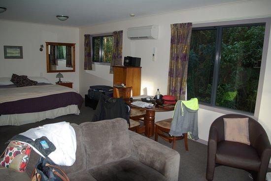 Owaka, Nieuw-Zeeland: salon et chambre autre cottage