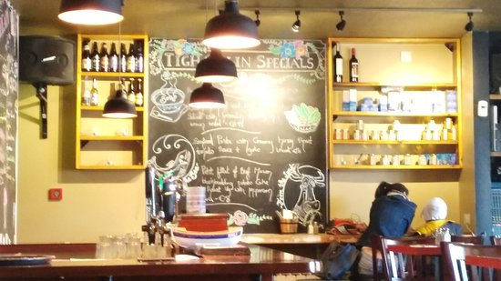 Spiddal, Irland: Your choice of food.......... They write on the walls too but the food is good guys! Enjoy