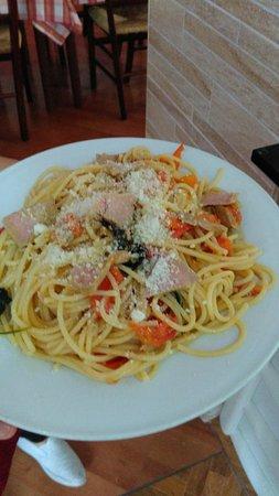 """Capaccio-Paestum, Italia: Spaghetti al tonno rosso di pisciotta """"Eccellenza made in Cilento"""""""