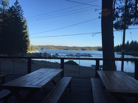 ‪‪Shaver Lake‬, كاليفورنيا: The View and Outside Patio‬