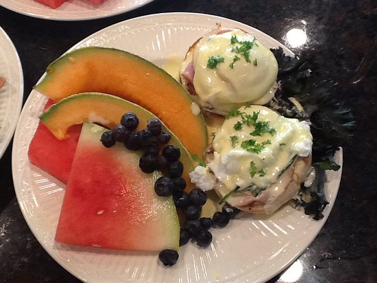 Sandpoint, ID: Eggs Benedict with homemade Canadian bacon