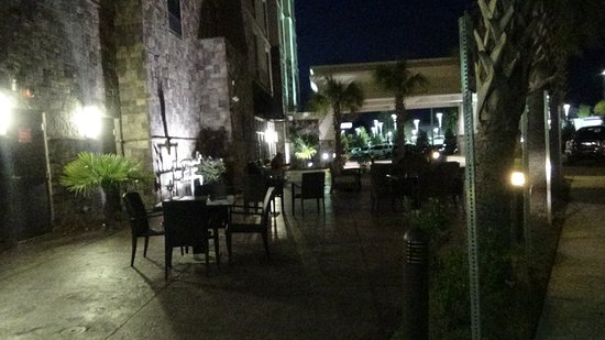 Hampton Inn & Suites Columbia/Southeast-Ft. Jackson: outdoor terrace