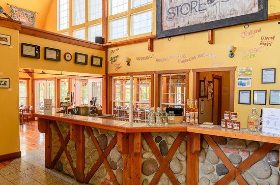 Cobble Hill, Canada: The Merridale Tasting Bar! Do a tasting of our craft ciders or spirits here.