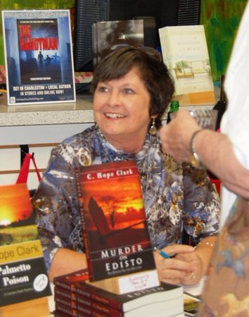 Edisto Island, SC: Signing at Edisto Bookstore. Always a pleasure.