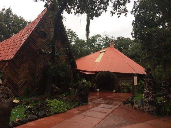 Habitaci n co cama roperos jacuzzi ba o y chimenea for Cabanas en mexico