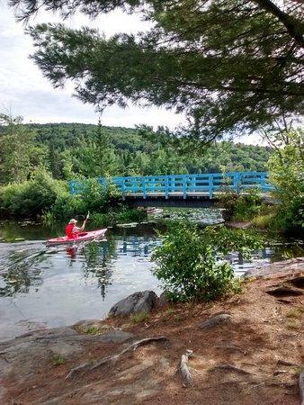Morin Heights, Kanada: kayak sur une des portion de lac Chevreuils