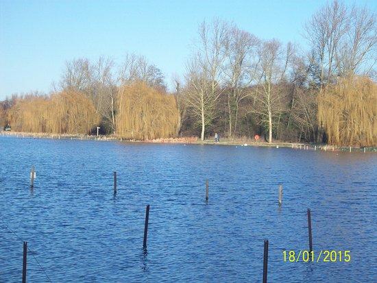 Kettering, UK: around the lake