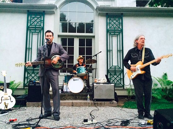Chesterwood Museum: Great live original music by Moot Davis at Chesterwood concert series.