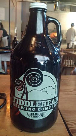 Shelburne, Βερμόντ: Fill your growler... it is worth it