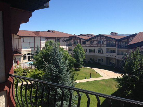 Midway, UT: courtyard view