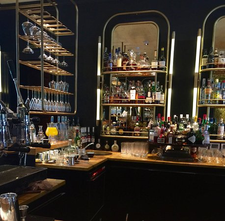 Blakes Hotel: Beautiful Bar - Friendly Service