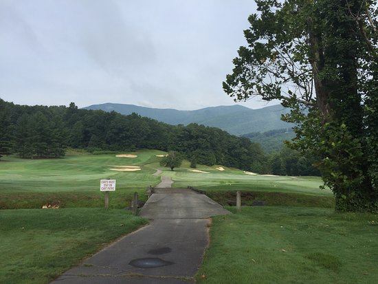 Burnsville, Carolina del Norte: View of 1st and 10th holes from tee box