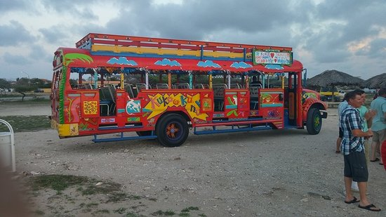 Paradise Beach Villas: The KuKoo Kununko Party Bus with the dinner package.