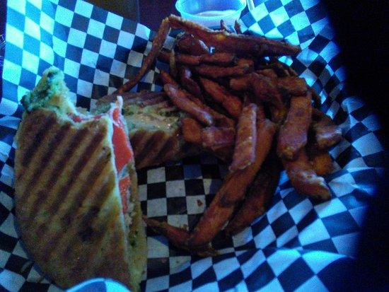 Spruce Pine, Carolina del Norte: Grilled chicken Panini wth Sweet Potato Fries