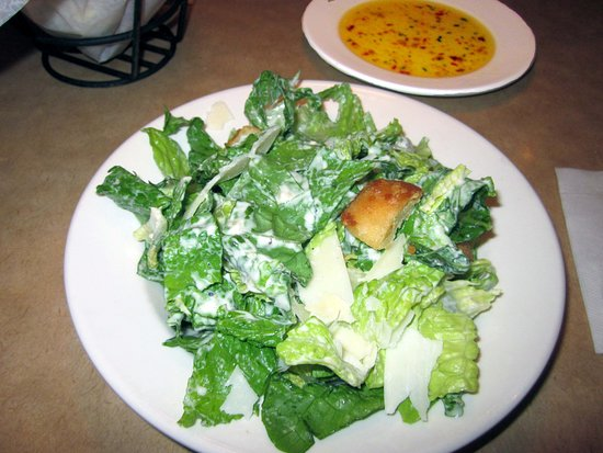 Trevose, Pensilvania: Caesar Salad w/ Dipping Oil for Bread