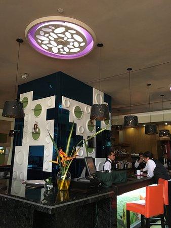 Hesperia WTC Valencia: Gran producto con peculiaridades de excelente buen gusto y diseño de vanguardia; muy completo...