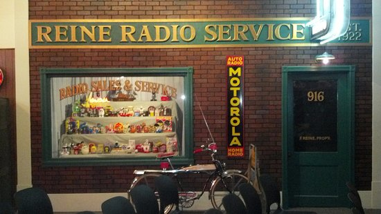 Saint Louis Park, MN: A display of radio artifacts