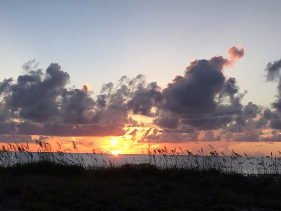 Jacksonville Beach, FL: Sunrise from our room.