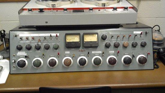 Saint Louis Park, MN: Vintage Collins Radio console