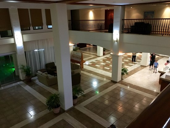 Avanti Village: Lobby