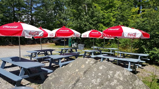 Damariscotta, ME: Seating for eat in - nothing fancy to be sure. But it's like a picnic!