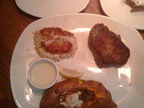 Σάλισμπερι, Μέριλαντ: Outback Filet , Crabcake, Sweet Potato with Honey Butter, Brown Sugar and Cinnamon