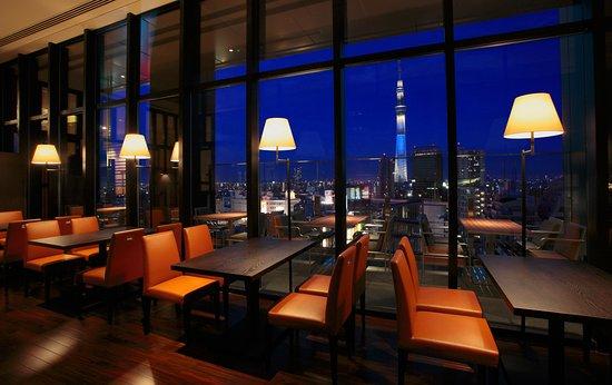 R Restaurant & Bar: スカイツリーを望むビストロ風レストラン&バー