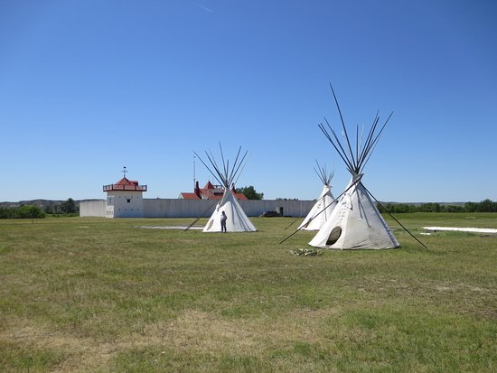 Williston, ND: Tepees outside Fort Union Trading post