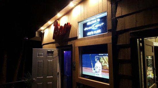 Southwest Harbor, ME: Joey's Place Sports Bar