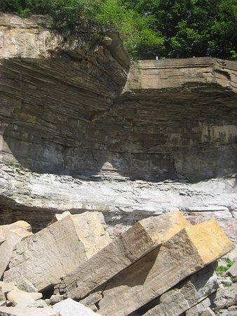 Owen Sound, كندا: rock wall