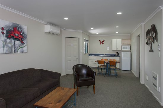 Albert Park Motor lodge: 2 Bedroom Unit - Living Area
