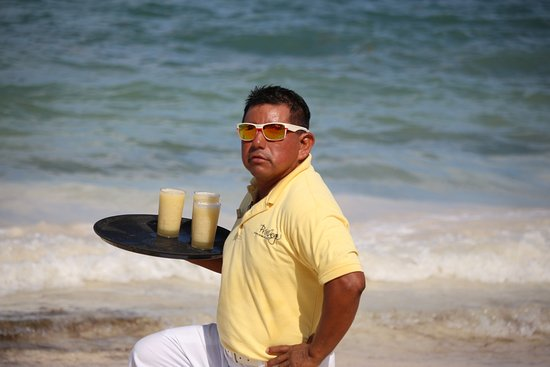 Ocean Coral & Turquesa: Juanito: the best waiter on the beach!