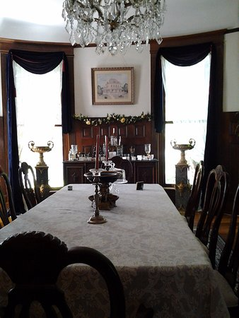 Alton, IL : The dining area