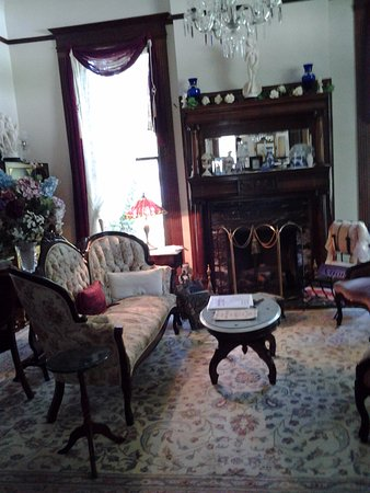 Alton, IL: Sitting room of the Beall