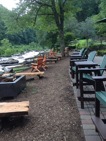 Robbinsville, Carolina do Norte: Fire pits and riverside seating