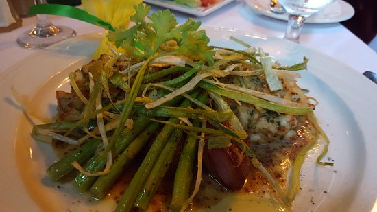 Elkridge, MD: Two Crabcakes with red potatoes and asparagus