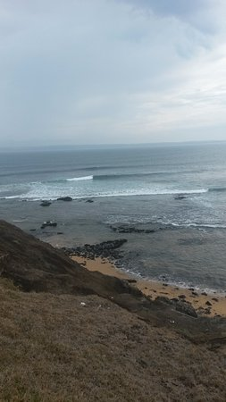 Rosebud, Australie : The surf pounds in at Phillip Island.