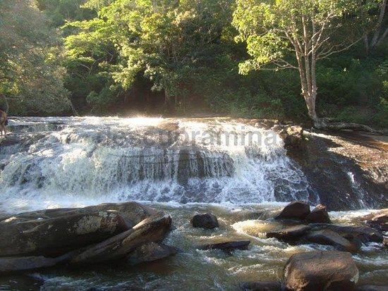 Pedra d'Agua waterfall: Cachoeira de Pedra D´água-Distrito de Mucuri