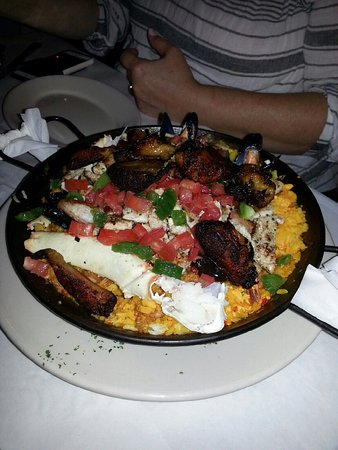 Norcross, Geórgia: Paella for 1???   We shared and could finish this.  Fabulous food and great atmosphere !