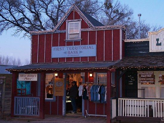 Cottonwood, AZ: Blazing M Ranch Western Town Bank